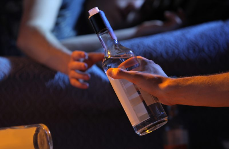 בני נוער צורכים אלכוהול