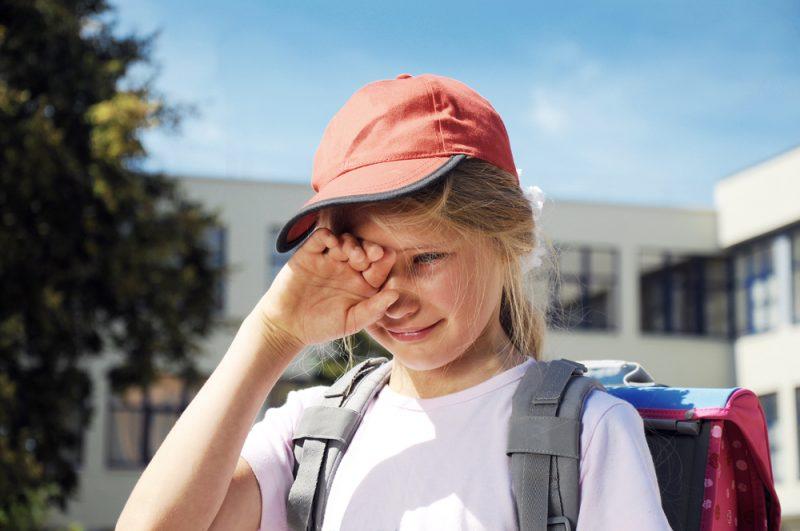 תלמידה בוכה. גילויי אלימות קשים של צוות פדגוגי צילום: אילוסטרציה