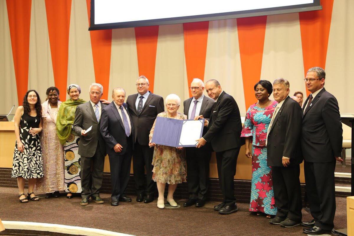"""נציגי עמותת הצל ליבו של ילד מקבלים את פרס האו""""ם בניו יורק"""