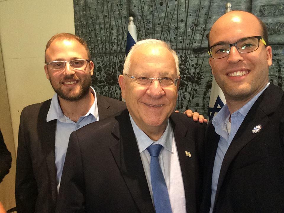 ויינטארוב מימין, עם הנשיא ראובן ריבלין ושותפו למיזם כפיר דמרי