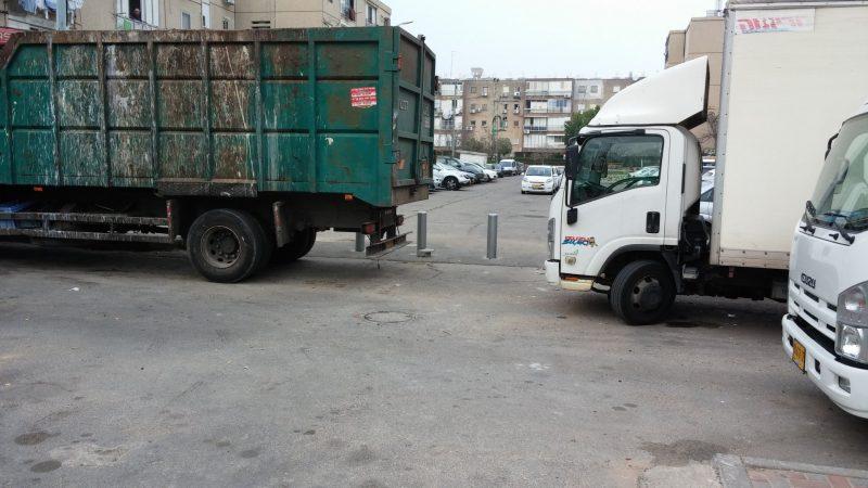משאיות ברחוב הרב יצחק ניסים