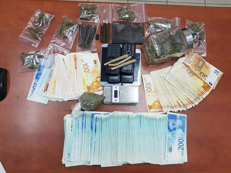 חשיש ומזומנים. צילום: דוברות המשטרה