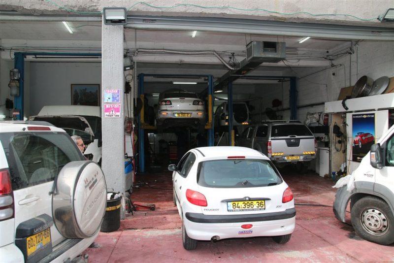 במוסך האורגים הרכב שלכם בידיים טובות. צילום: רוני שטרן