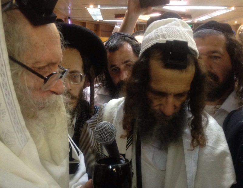 משמאל, הרב ברלנד וחסידיו. צילום: ויקיפדיה