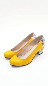נעליים בעיצובה של לורין משה