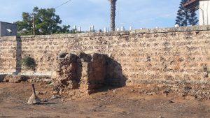 שרידי בית מהכפר א-עריש בשכונת תל גיבורים