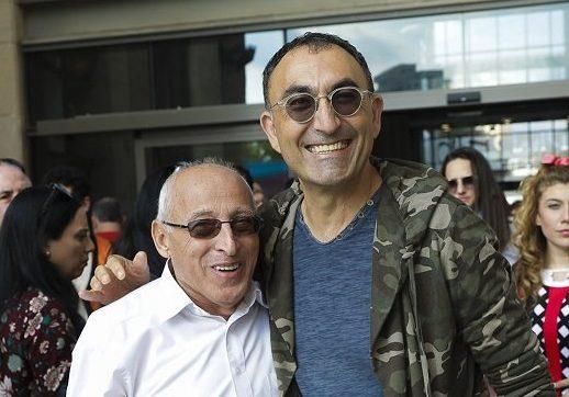 ישראל קטורזה וראש העיר חולון מוטי ששון. צילום: רפי דלויה