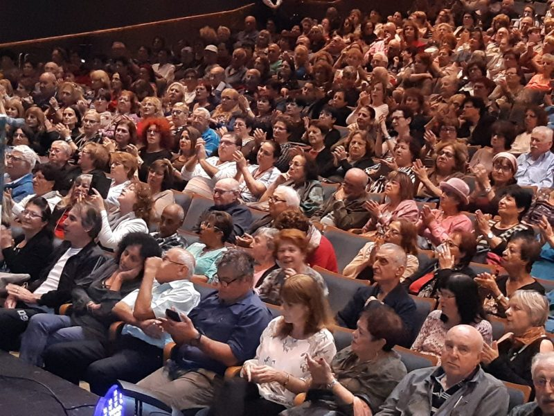 קהל באירוע חודש האזרח הוותיק בתיאטרון חולון, צילום: עיריית חולון