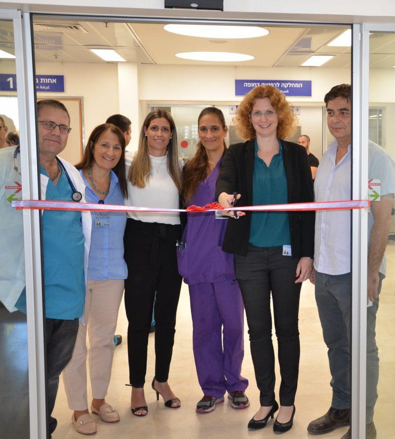 """השקת חדר המיון החדש ב""""וולפסון"""". חותכת את הסרט מנהלת בית החולים ד""""ר ענת אנגל"""