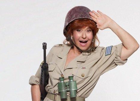 """""""אמי הגנרלית"""" מגיעה לתיאטרון חולון"""