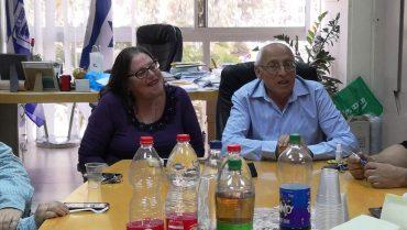 ראש עיריית חולון מוטי ששון ומנהלת לשכתו הפורשת, ציפי חרש. צילום: טל קירשנבאום