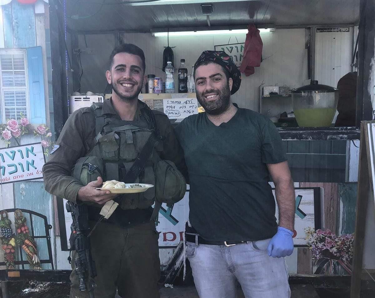 חן רז ואחד החיילים