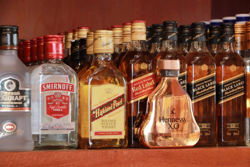 חנויות אלכוהול בחולון. צילום: ציון בלחסן