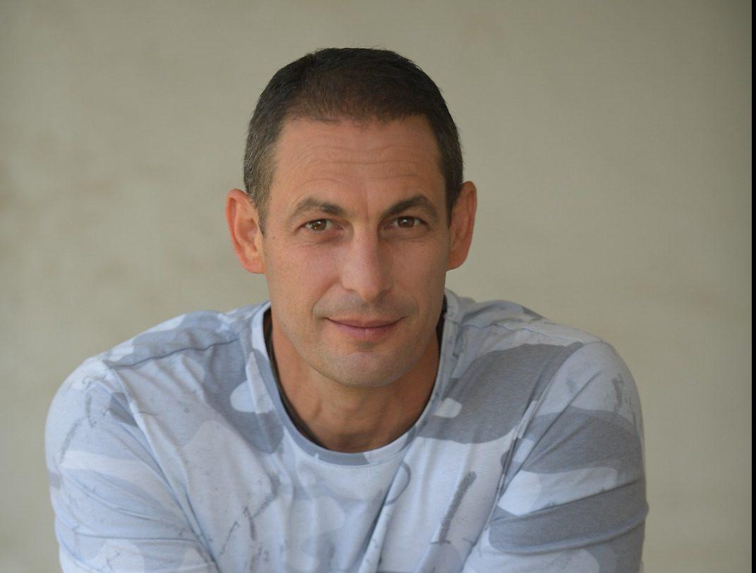 ערן פישר, המנהל האמנותי של העדלאידע. צילום: אילן בן סימון