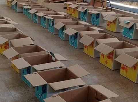 מתכוננים למילוי חבילות המזון