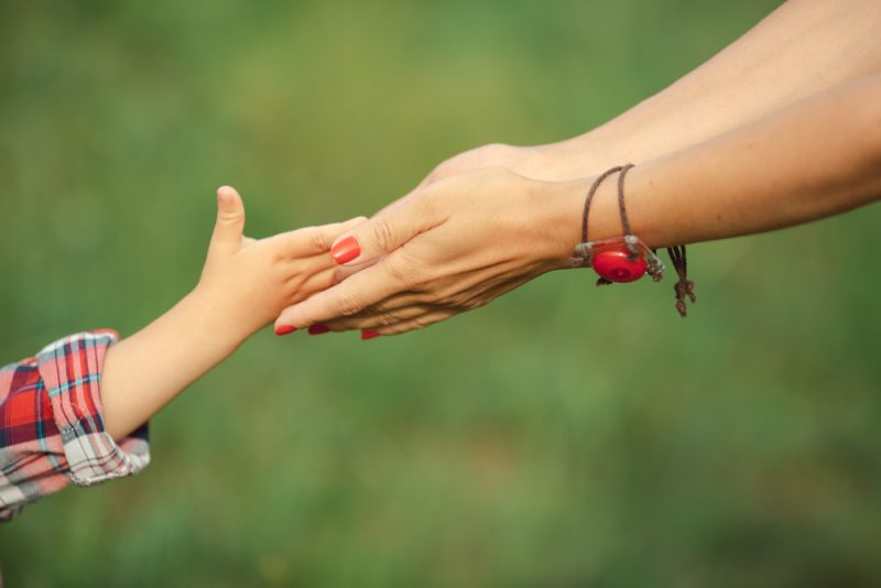 הדרכת הורים בחולון. תמונה ממאגר Shutterstock - Dmytro Buianskyi