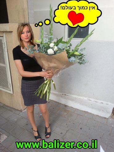 פרחים ושוקולדים, מה עוד צריך? צילום: באליזר