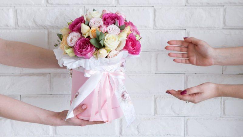 משלוחי פרחים במרכז. תמונה ממאגר shutterstock, צילום: golubovystock