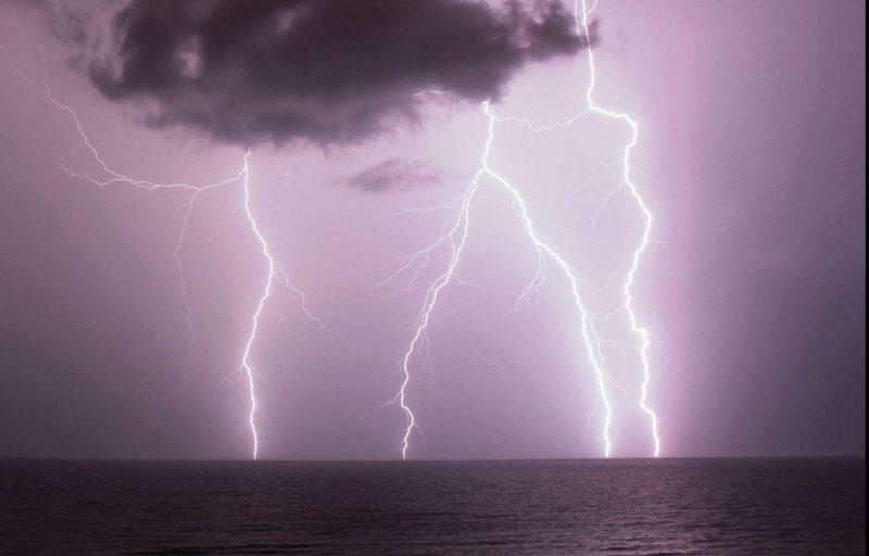 חורף סופות ברקים ורעמים