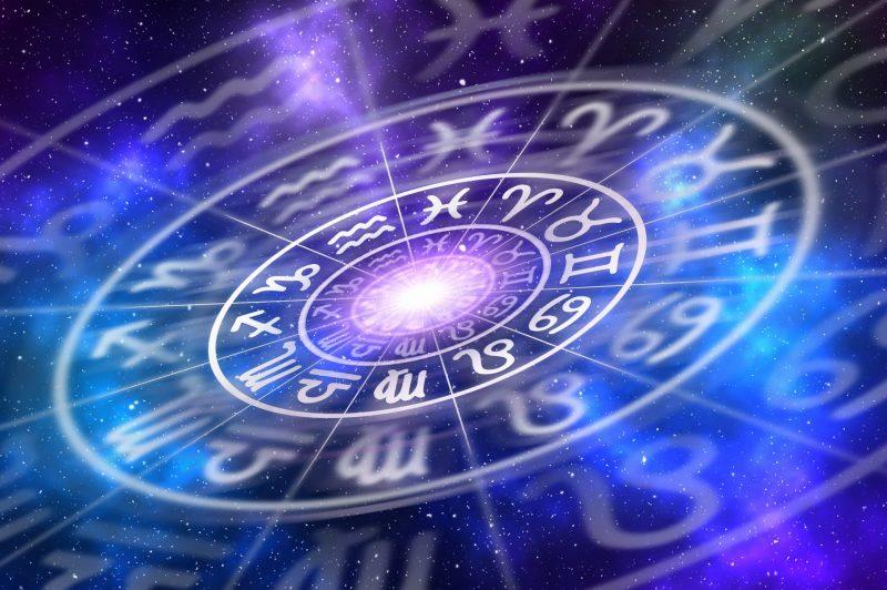 בין השפע לאתגר: התחזית האסטרולוגית לשנת 2020