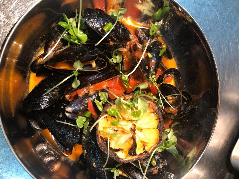 אוכל מוקפד בהשראת אגן הים התיכון. צילום: תמיר רפאלי