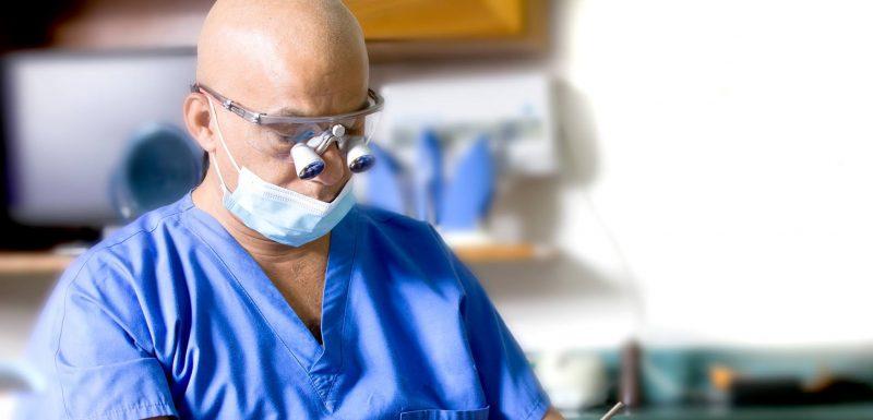 """רופא שיניים בנצרת: ד""""ר זכריא. צילום: עאמר סלאמה"""