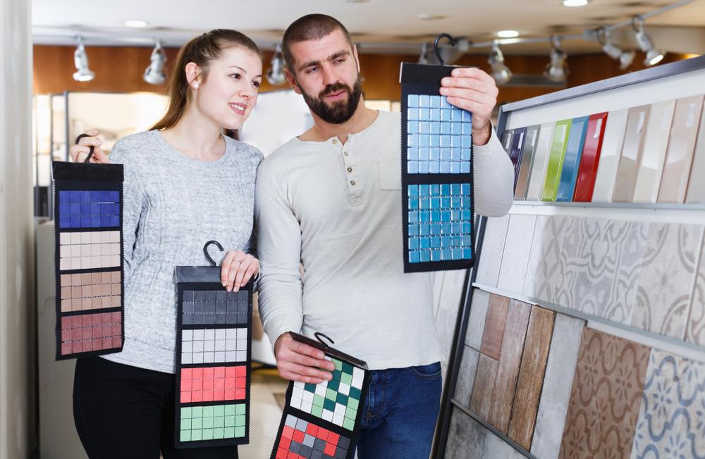 חנות קרמיקה במרכז. Shutterstock- oIakov Filimonov
