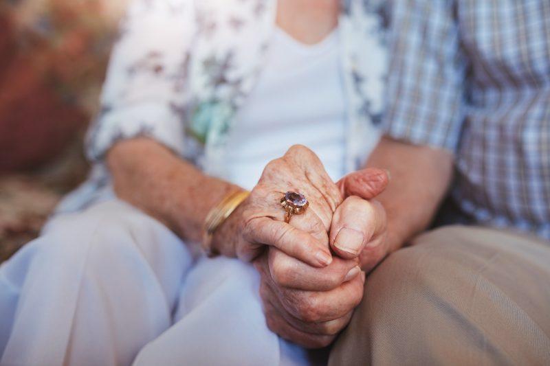 קשישים. צילום :צילום: Jacob Lund / shutterstock.com