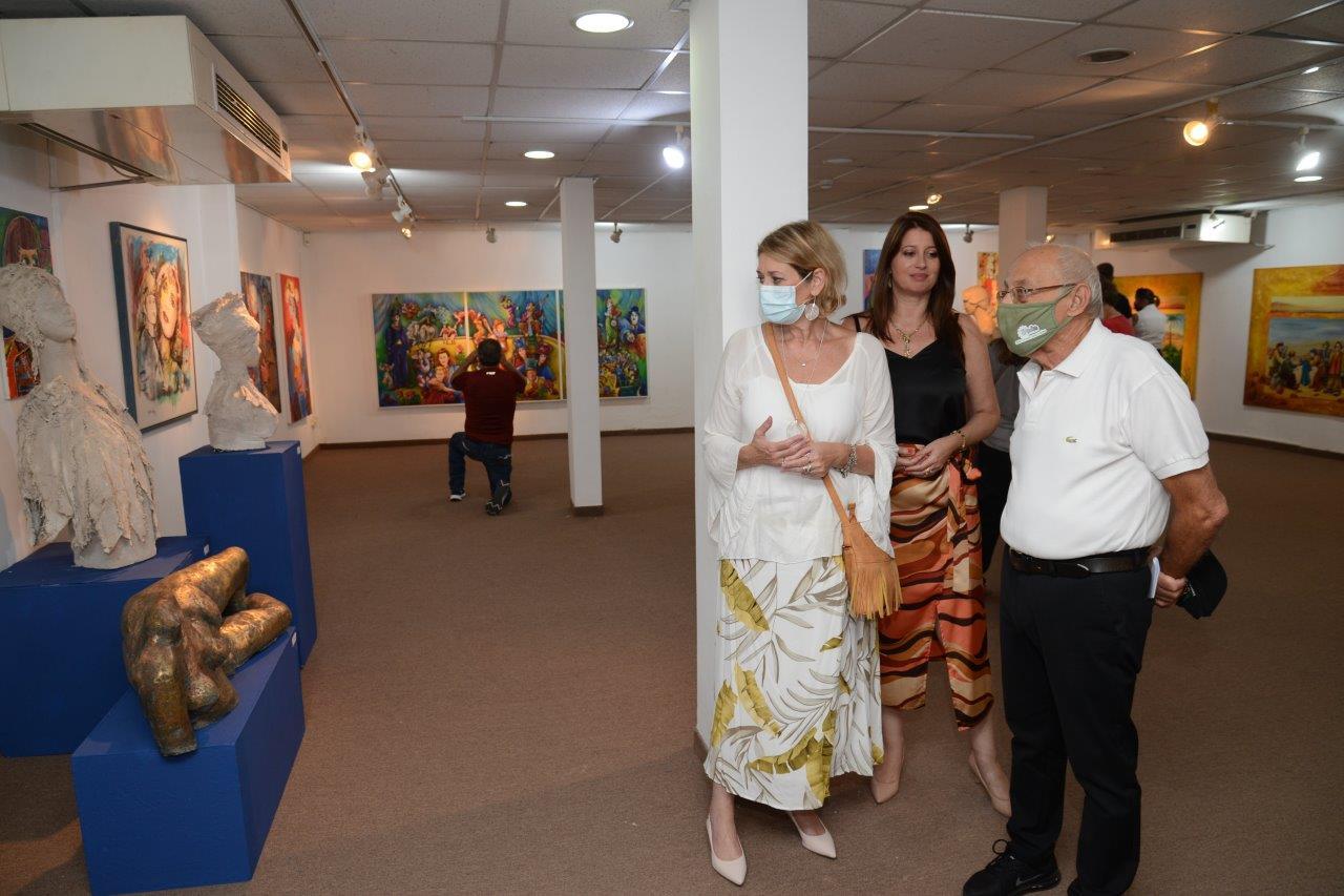 צילום אלי נאמן -ראש העיר מוטי ששון בתערוכת המחווה לזוג האמנים שושי ויעקב חייט